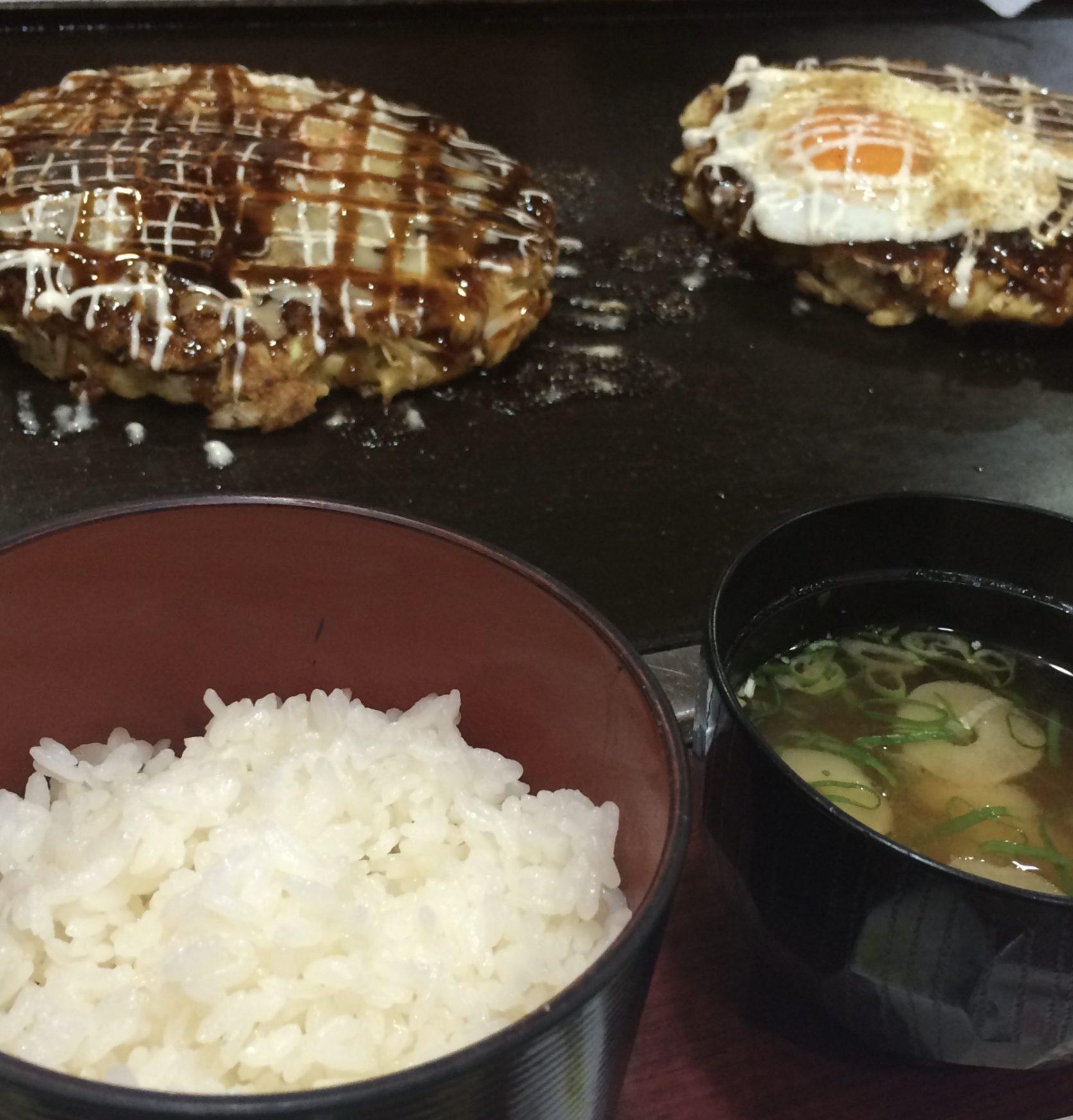 大阪の名物グルメ「お好み焼き」