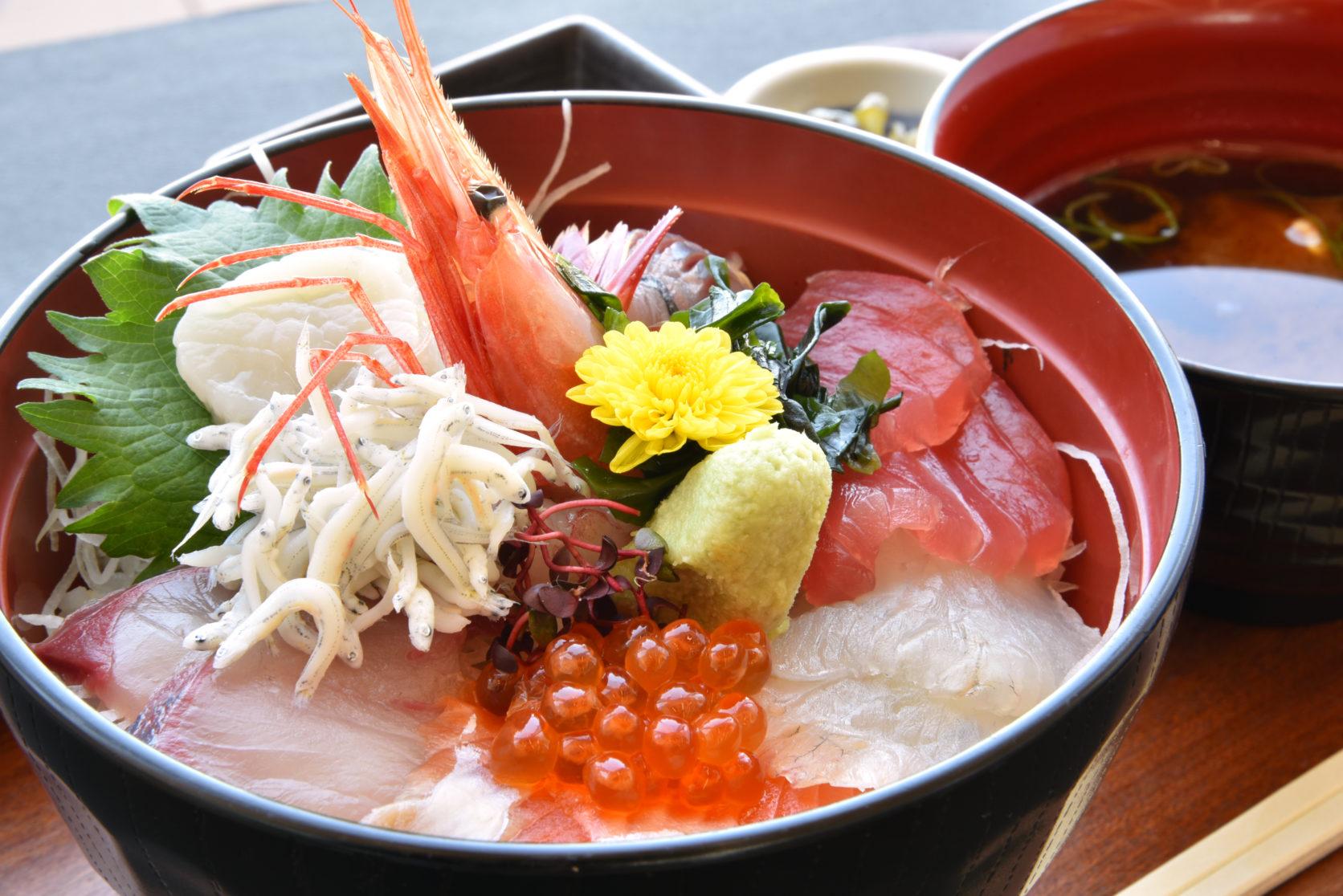 札幌の名物グルメ「海鮮丼」